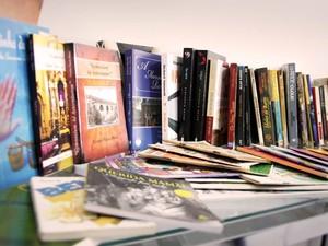 Livros serão emprestados para comunidade em Itapecerica (Foto: Jeann Carllos/Divulgação)