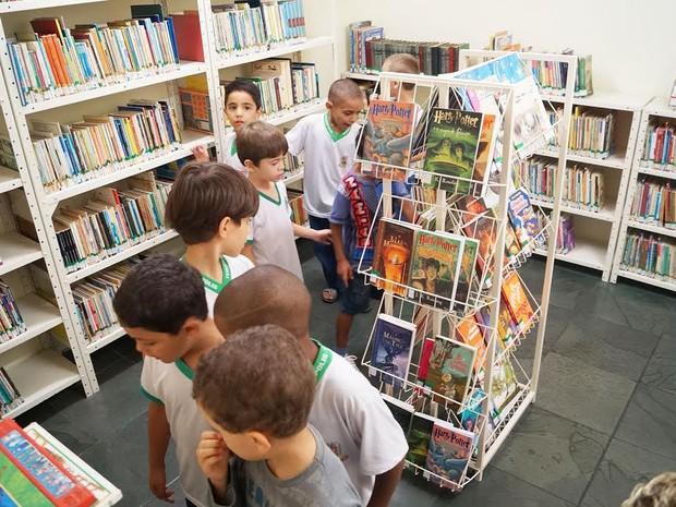 Local tem espaço para contação de história e acervo com mais de 30 mil livros (Foto: Marcelo Ferreira/Ascom Teresópolis)