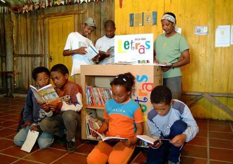 Nestes 10 anos de programa, foram implantadas 10.305 bibliotecas, distribuídos dois milhões de livros em 2.339 municípios brasileiros e capacitados mais de 18,5 mil agentes de leitura em todo o país    (Foto: MDA)