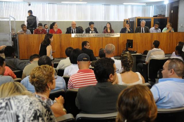 Participaram da reunião representantes dos Governos do Estado, Federal e municipal, que explicaram o projeto de reforma da escola e as dificuldades de sua execução (Foto: Guilherme Dardanhan)