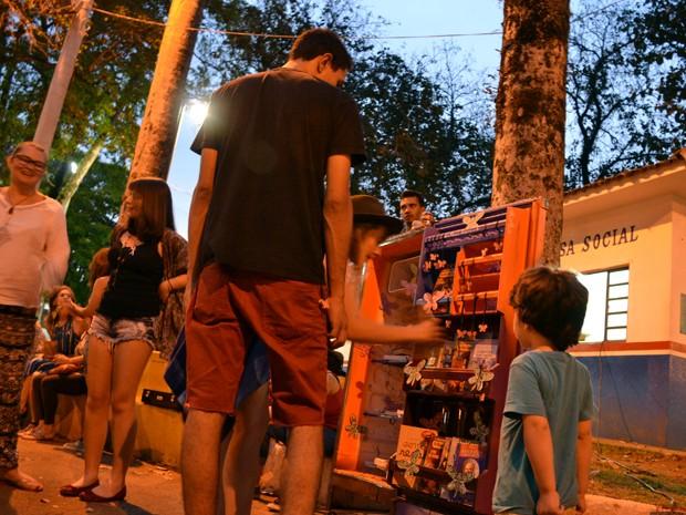 'Gelateca Borboleta' recebe visitação 24h por dia em Pouso Alegre, MG (Foto: Daniela Ayres/ G1)