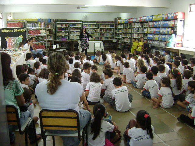 Público infantil prestigia evento literário na Biblioteca Municipal (Foto: Divulgação)