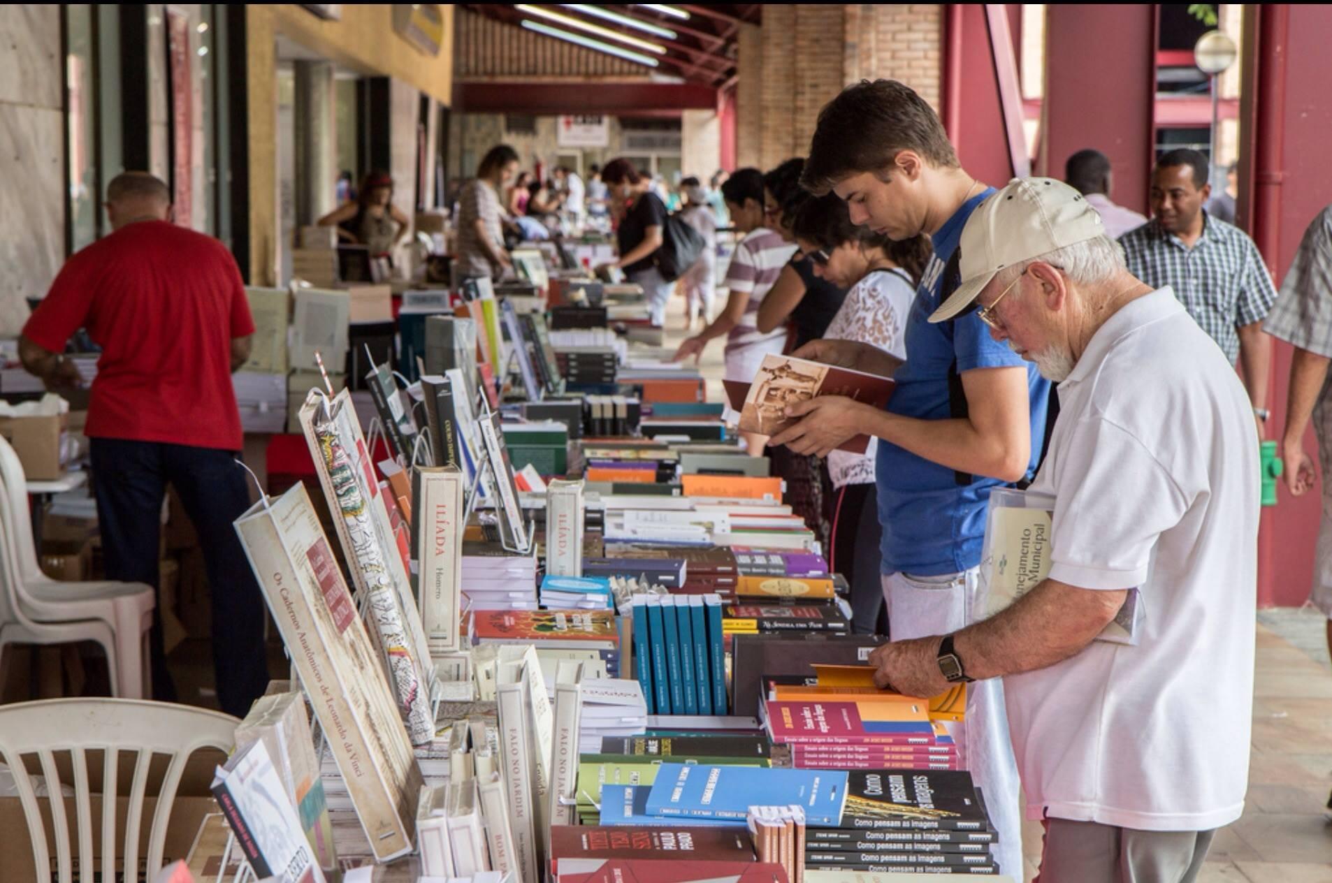 Feira Universitária do Livro UFMG (Foto: Lucas Braga)