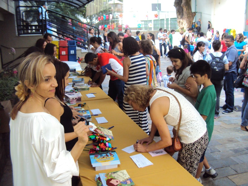 Pais participam de atividade no colégio (Foto: Divulgação)