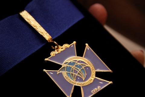 Medalha Professora Etelvina Lima