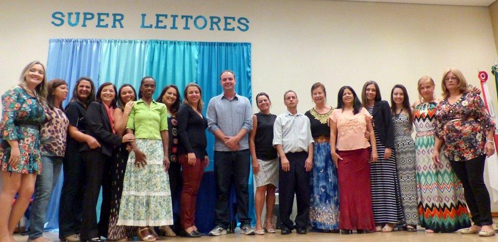 Equuipe das bibliiotecas públicas de Formiga (MG): O vice-prefeito e o Secretário de Educação (Foto: Divulgação)