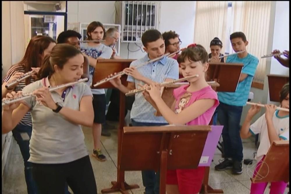 Conservatório Estadual de Música de Uberlândia ganha 30 novas flautas (Foto: TV Integração/Divulgação)