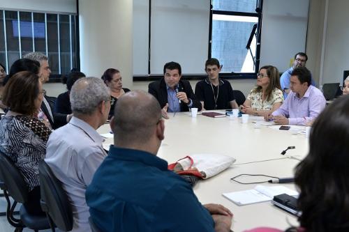 Participantes definiram os painéis do primeiro dia e sugeriram os nomes dos expositores (Foto: Willian Dias)